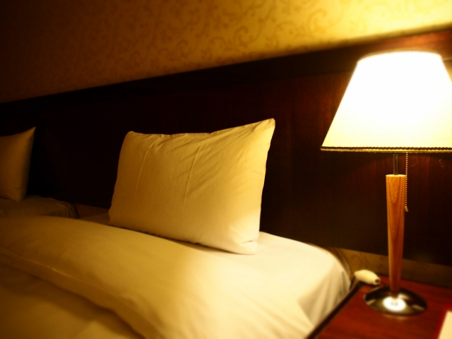 夜中歯が痛くて眠れない時の4つの対処法