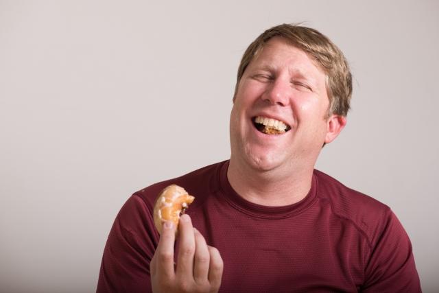食べるたびに歯磨きでもだめ?間食は虫歯の原因