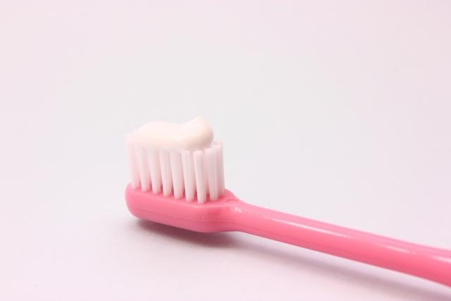 ホワイトニング歯磨き粉の種類とその効果とは?プロが行うホワイトニングとの違い