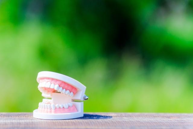 放置は危険!入れ歯が合わないと起こる9つの症状