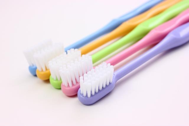 インプラントに禁忌の歯磨き粉や歯ブラシとは?長持ちさせたい人必見