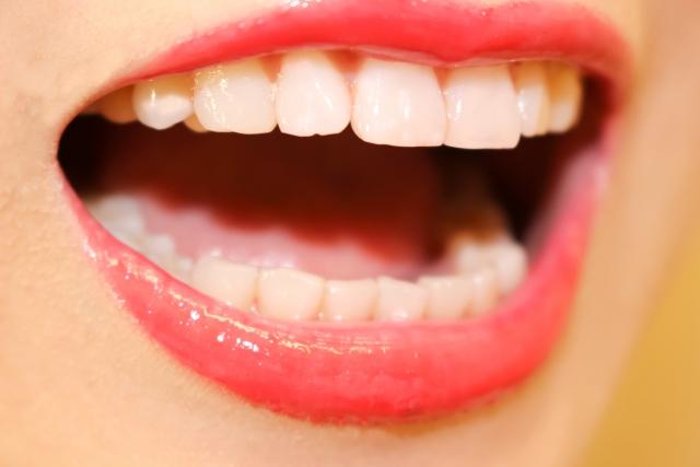 年をとると歯並びが悪くなる!歯が動いてしまう6つの原因