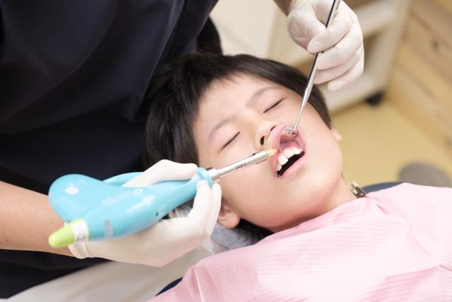 歯科レーザーが痛くない3つの理由。麻酔なしでできる治療とできない治療