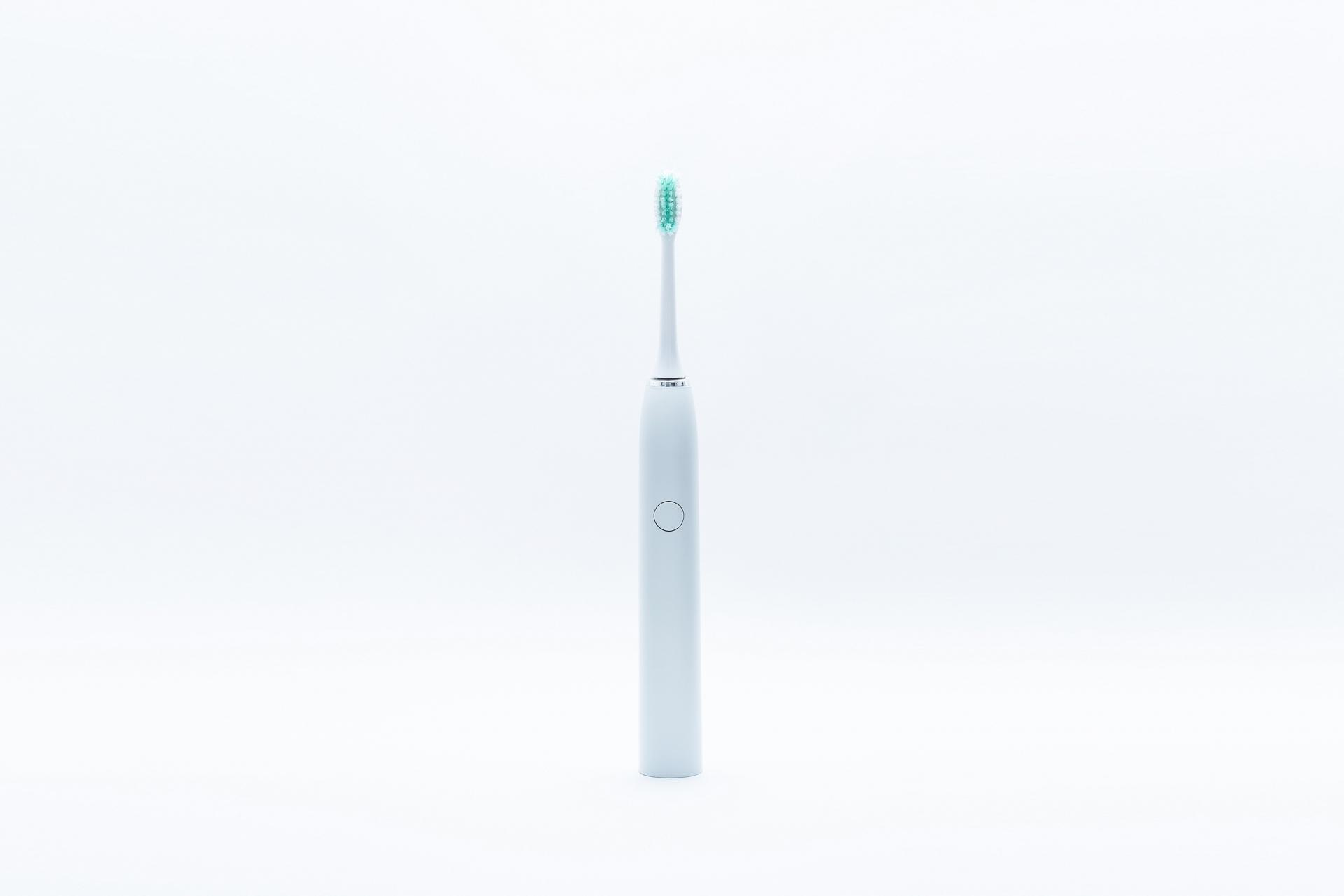 電動歯ブラシの磨き方は?効果的な使い方や交換時期について